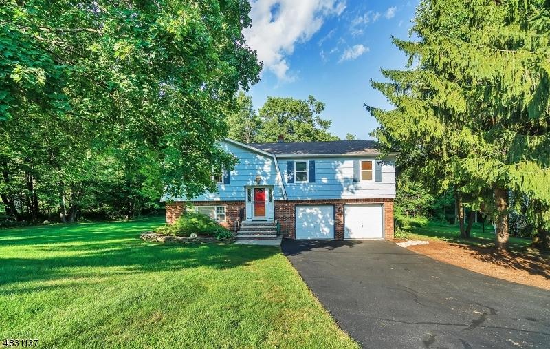 独户住宅 为 销售 在 44 ALBERTINE Place 西米尔福德, 新泽西州 07438 美国