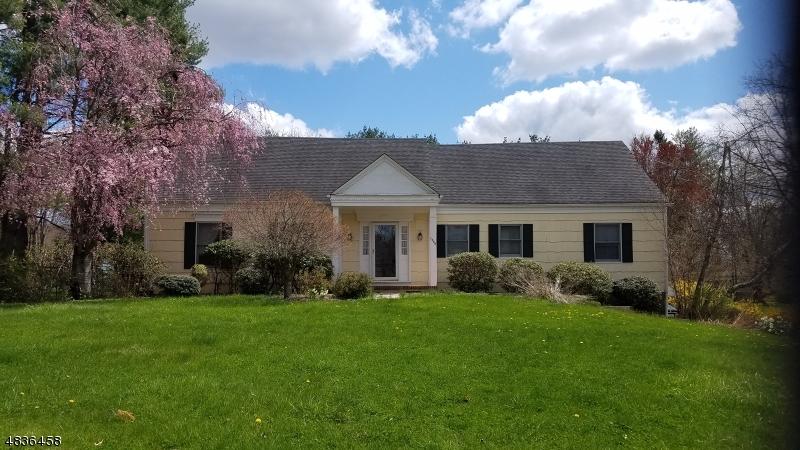 Maison unifamiliale pour l Vente à 1364 TULLO Road Bridgewater, New Jersey 08836 États-Unis