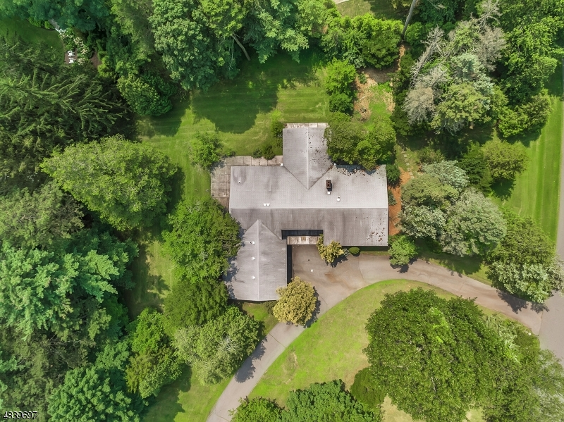 Single Family Home for Sale at 380 ALGONQUIN RD 380 ALGONQUIN RD Franklin Lakes, New Jersey 07417 United States