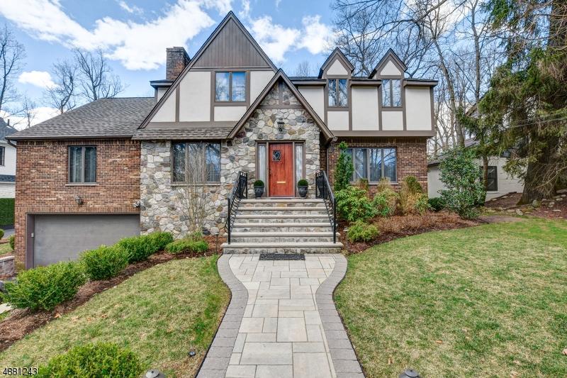 Частный односемейный дом для того Продажа на 20 CLEVELAND Road Caldwell, Нью-Джерси 07006 Соединенные Штаты