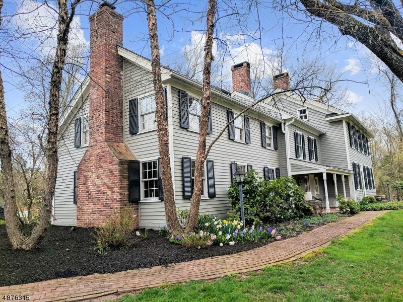 Частный односемейный дом для того Продажа на 1094 BARLEY SHEAF Road Readington Township, Нью-Джерси 08822 Соединенные Штаты