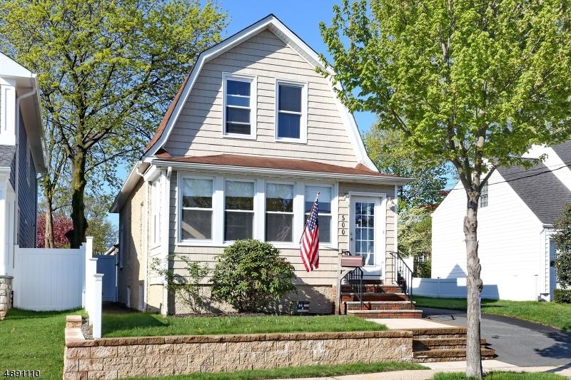 Villa per Vendita alle ore 500 FOREST Avenue Lyndhurst, New Jersey 07071 Stati Uniti