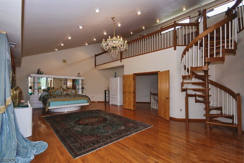 Additional photo for property listing at 26 Burning Hollow Road  Saddle River, New Jersey 07458 United States