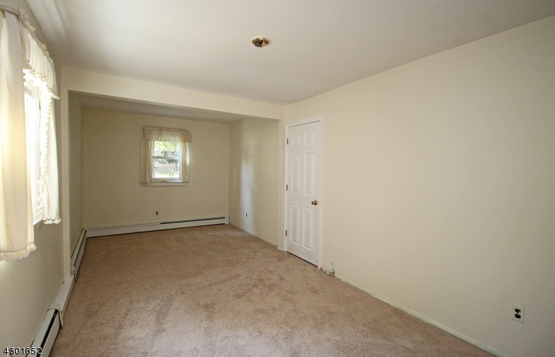Additional photo for property listing at 10 Sussex Road  Parsippany, New Jersey 07054 États-Unis