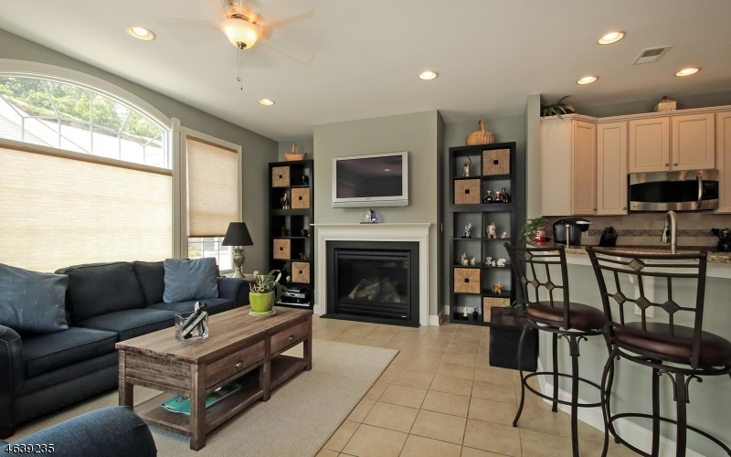 Additional photo for property listing at 16 Graphite Drive  Woodland Park, New Jersey 07424 États-Unis