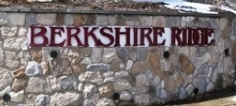 Частный односемейный дом для того Аренда на 4 Davenports Mill Court Oak Ridge, Нью-Джерси 07438 Соединенные Штаты