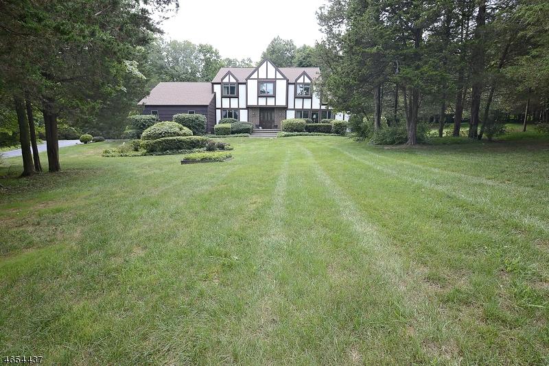Casa Unifamiliar por un Venta en 10 Doe Run Pittstown, Nueva Jersey 08867 Estados Unidos