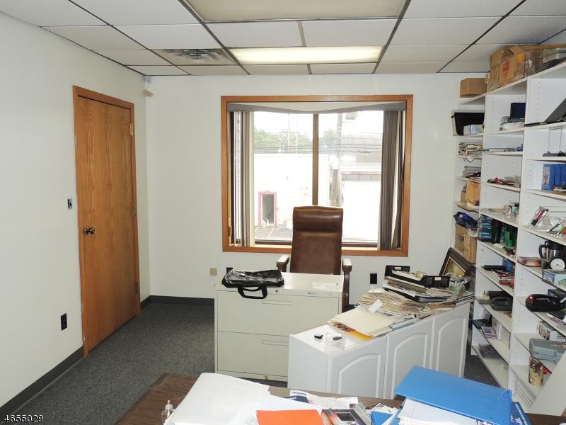 Additional photo for property listing at 915 E Elizabeth Avenue  林登, 新泽西州 07036 美国