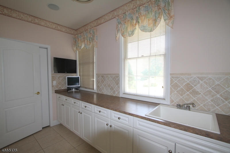 Additional photo for property listing at 9 Greenfield Hl  Sparta, New Jersey 07871 États-Unis