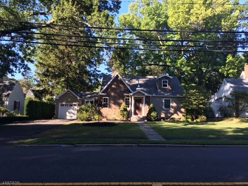 Single Family Home for Sale at 746 Oradell Avenue Oradell, New Jersey 07649 United States