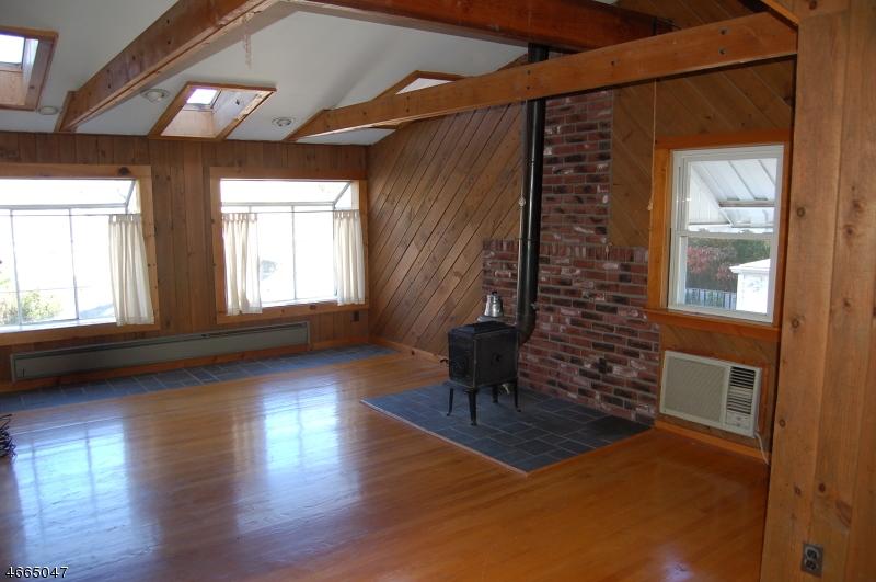 Частный односемейный дом для того Продажа на 141 Sheridan Avenue Roselle Park, Нью-Джерси 07204 Соединенные Штаты
