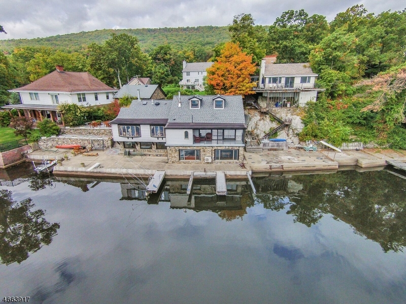 Maison unifamiliale pour l Vente à 176 Lake Shore Road Greenwood Lake, New York 10925 États-Unis