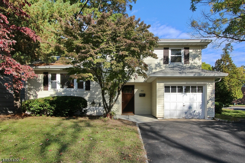 Single Family Home for Sale at 202 Myrtle Avenue Garwood, New Jersey 07027 United States