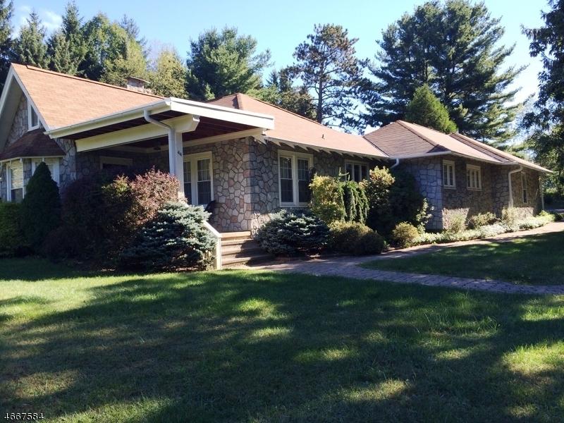 Частный односемейный дом для того Продажа на 220 Skytop Drive Skytop, 18357 Соединенные Штаты