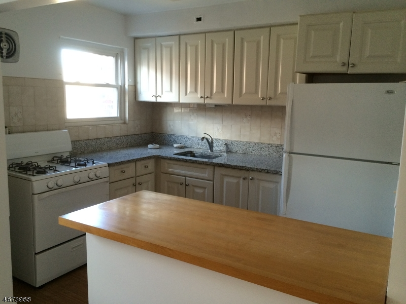 Casa Unifamiliar por un Alquiler en 45 Towers Street Jersey City, Nueva Jersey 07305 Estados Unidos