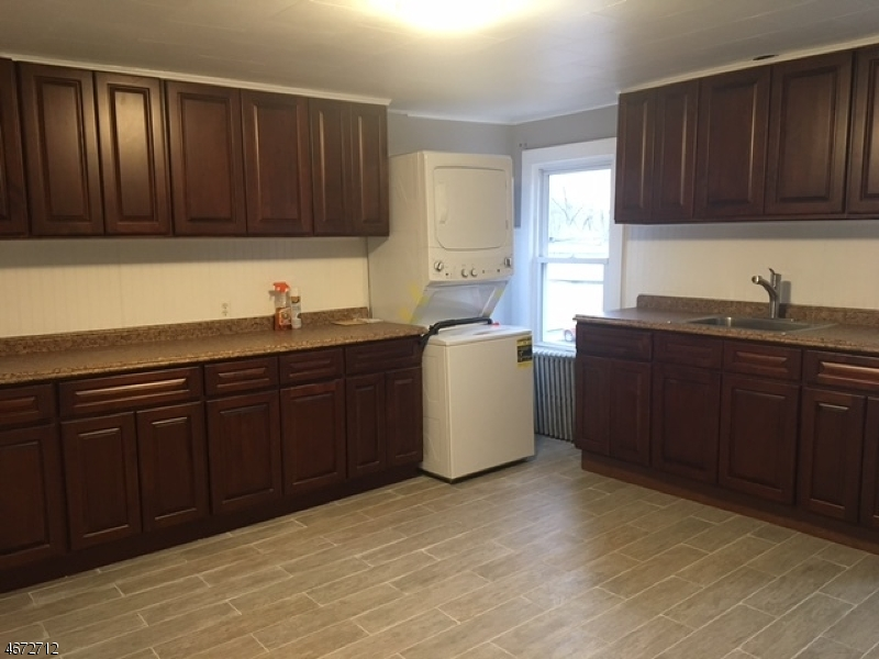 Casa Unifamiliar por un Alquiler en 108 State Route 183 Stanhope, Nueva Jersey 07874 Estados Unidos