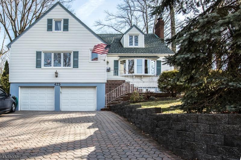 独户住宅 为 销售 在 425 Ridgeland Ter 利奥尼亚, 新泽西州 07605 美国