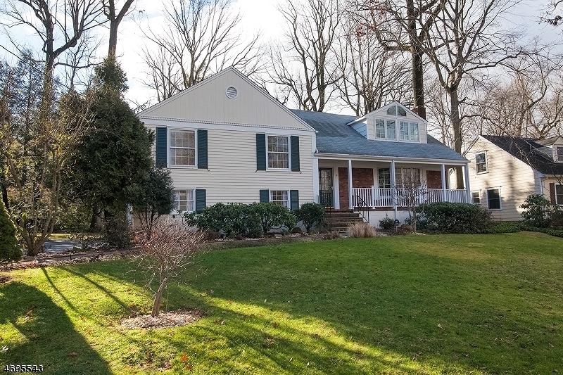 Частный односемейный дом для того Аренда на 9 Coleridge Road Millburn, Нью-Джерси 07078 Соединенные Штаты