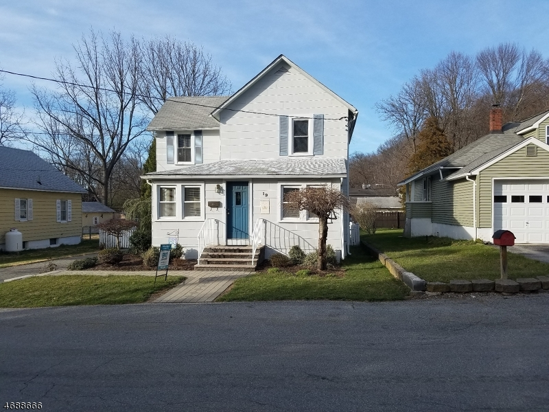 独户住宅 为 销售 在 19 Spring Street Ogdensburg, 新泽西州 07439 美国