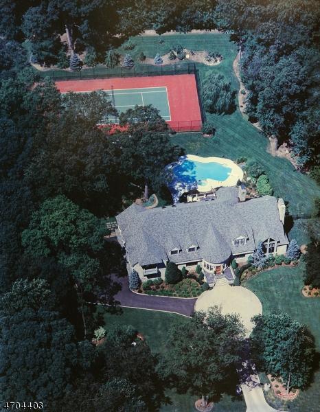 Maison unifamiliale pour l Vente à 5 Country Squire Road Saddle River, New Jersey 07458 États-Unis