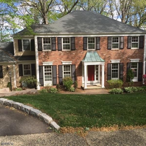 Maison unifamiliale pour l Vente à 61 Colchester Road New Providence, New Jersey 07974 États-Unis