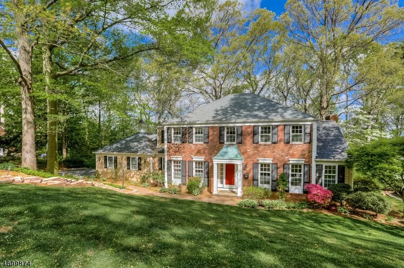 Частный односемейный дом для того Продажа на 61 Colchester Road New Providence, Нью-Джерси 07974 Соединенные Штаты