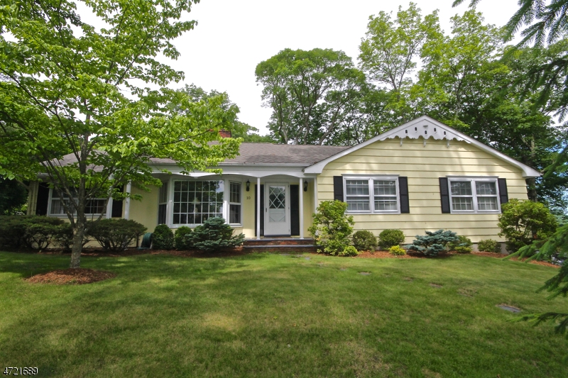 Casa Unifamiliar por un Alquiler en 10 Hickory Trail Sparta, Nueva Jersey 07871 Estados Unidos
