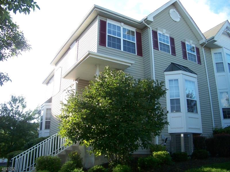 Casa Unifamiliar por un Alquiler en 27 Briar Lane Raritan, Nueva Jersey 08822 Estados Unidos