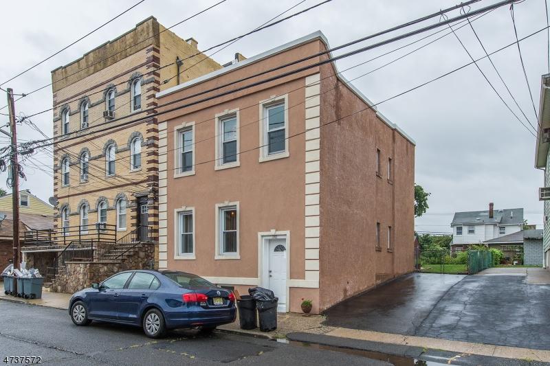 多户住宅 为 销售 在 242 MacArthur Avenue Garfield, 新泽西州 07026 美国