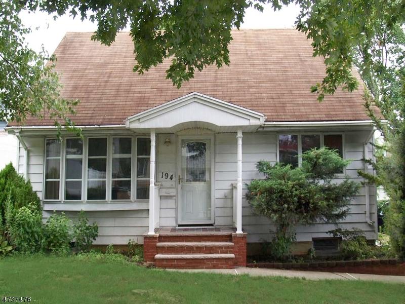 Maison unifamiliale pour l Vente à 194 Helm Avenue Wood Ridge, New Jersey 07075 États-Unis