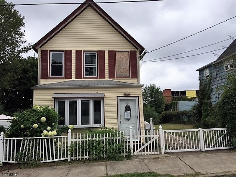 Частный односемейный дом для того Продажа на 66 John Street 66 John Street Carteret, Нью-Джерси 07008 Соединенные Штаты
