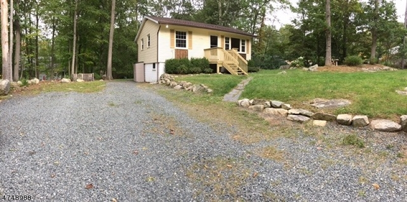Casa Unifamiliar por un Alquiler en 775 Brooklyn Mountain Road Hopatcong, Nueva Jersey 07843 Estados Unidos