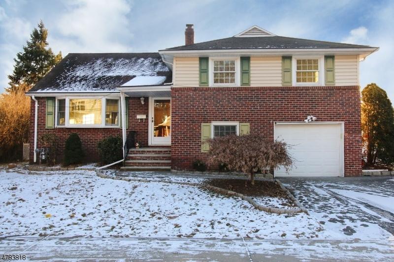Частный односемейный дом для того Продажа на 204 Pierron Street Northvale, Нью-Джерси 07647 Соединенные Штаты