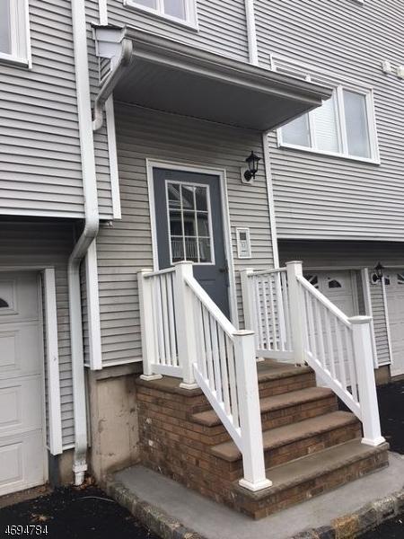 Casa Unifamiliar por un Alquiler en 108-110 PASSAIC AVE C-25 Nutley, Nueva Jersey 07110 Estados Unidos