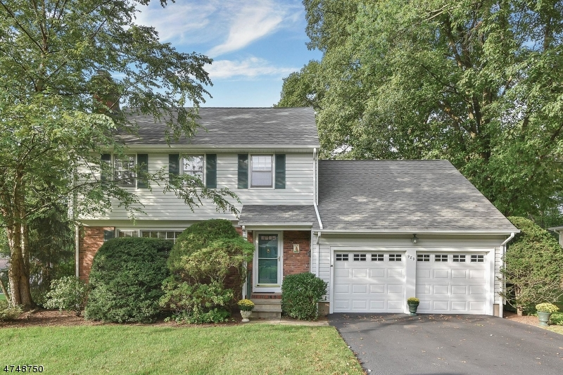 Single Family Home for Sale at 989 Hillcrest Road Ridgewood, New Jersey 07450 United States