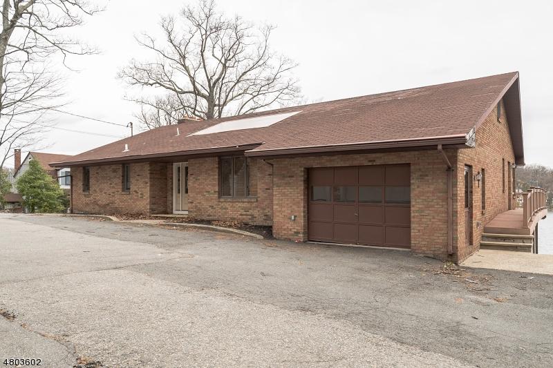 獨棟家庭住宅 為 出售 在 357 Lakeside Blvd Hopatcong, 新澤西州 07843 美國