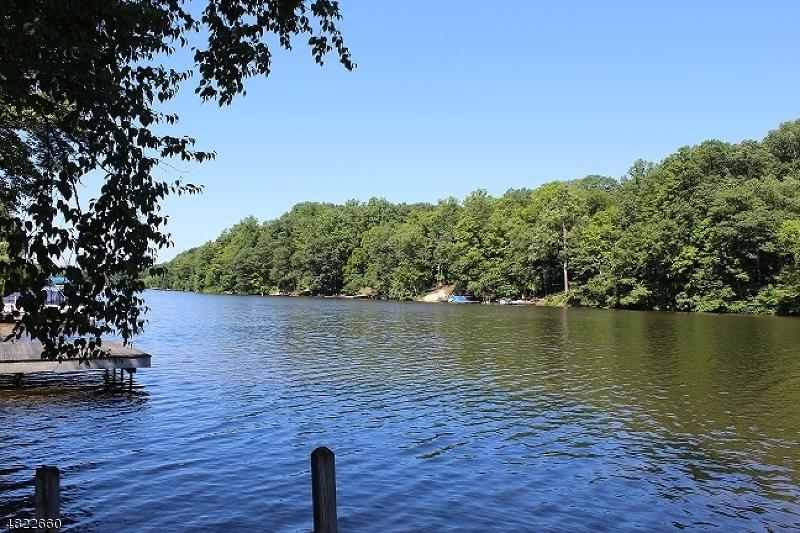 獨棟家庭住宅 為 出售 在 927 S SHORE TER Stillwater, 新澤西州 07860 美國