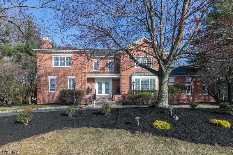 Tek Ailelik Ev için Satış at 47 FOREST HILLS WAY Cedar Grove, New Jersey 07009 Amerika Birleşik Devletleri