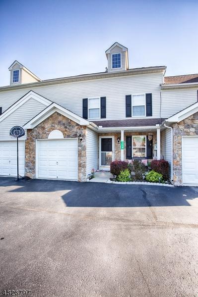 Кондо / дом для того Продажа на 314 CABINSGLADE COURT East Stroudsburg, Пенсильвания 18301 Соединенные Штаты