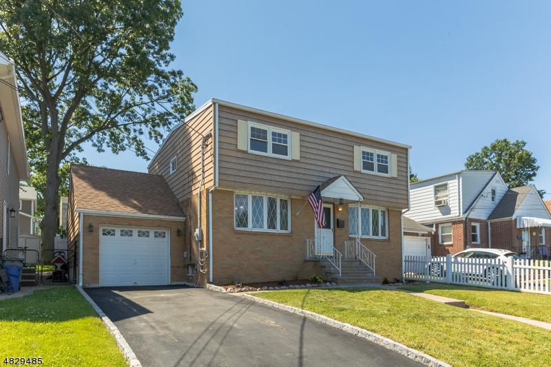 Maison unifamiliale pour l Vente à 77 2ND Street North Arlington, New Jersey 07031 États-Unis