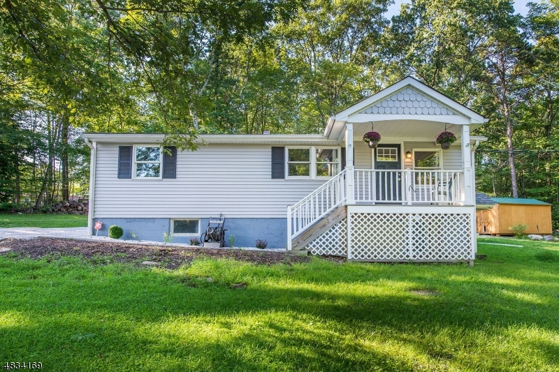 Частный односемейный дом для того Продажа на 901 CARNATION TER Stillwater, Нью-Джерси 07860 Соединенные Штаты