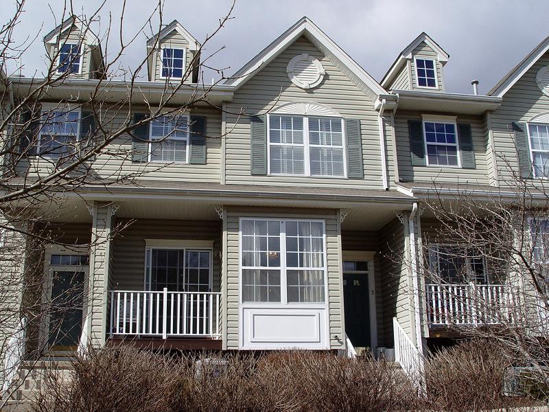 Condo / Maison de ville pour l à louer à 5 BRIAR Lane Raritan, New Jersey 08822 États-Unis