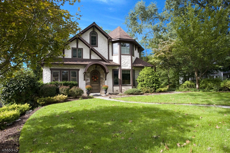 Single Family Home for Sale at 526 HILLCREST RD 526 HILLCREST RD Ridgewood, New Jersey 07450 United States