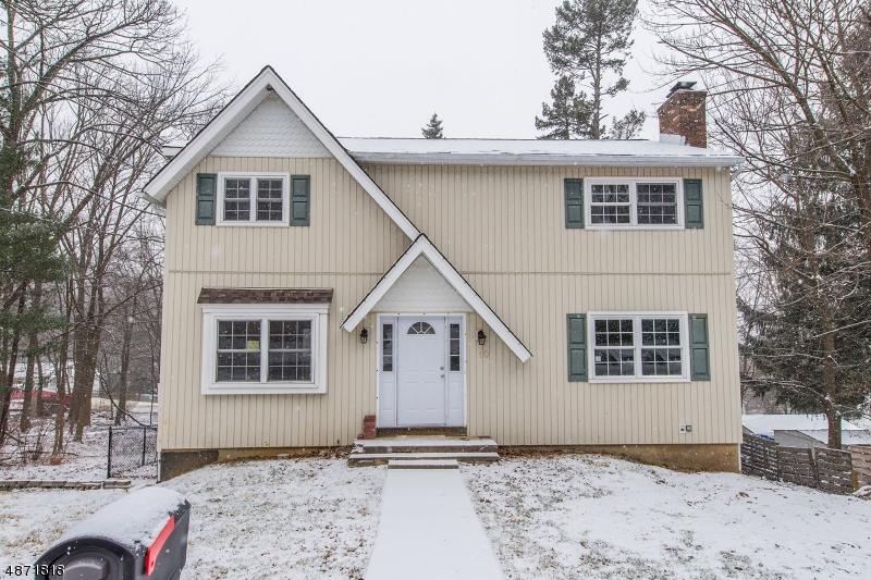 Maison unifamiliale pour l Vente à 10 BISSELL STREET Mine Hill, New Jersey 07803 États-Unis