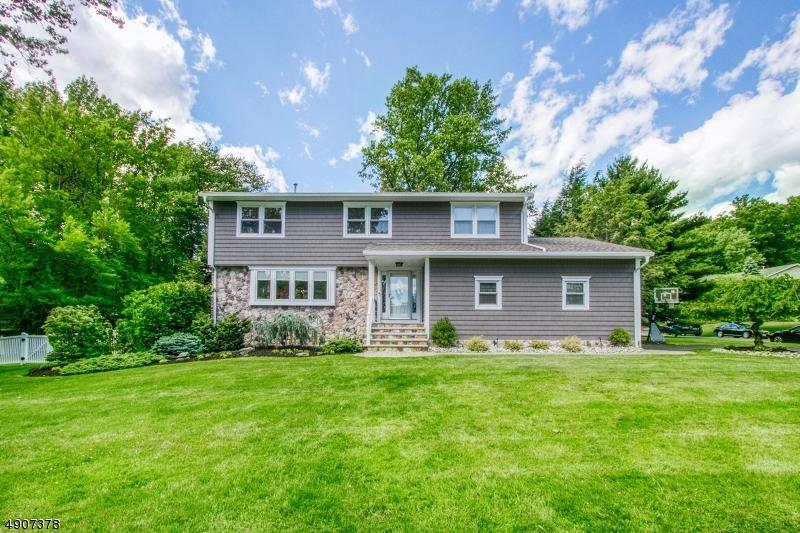 Single Family Homes pour l Vente à River Vale, New Jersey 07675 États-Unis