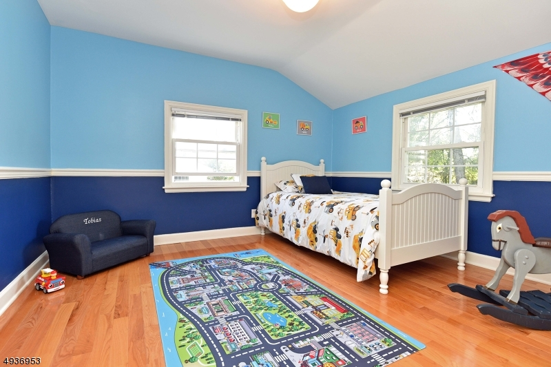 Additional photo for property listing at  Waldwick, New Jersey 07463 États-Unis