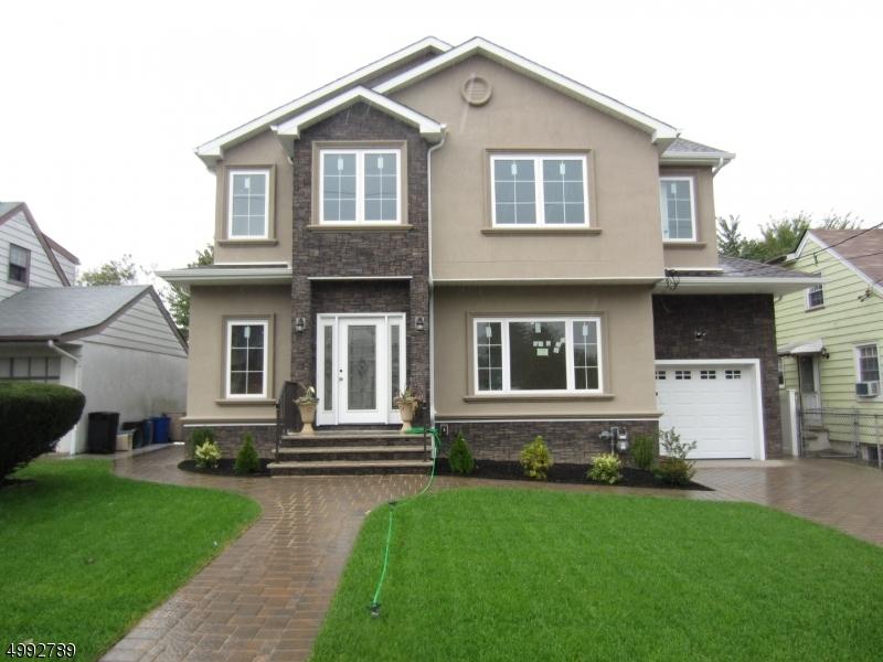 Single Family Homes のために 売買 アット Clifton, ニュージャージー 07011 アメリカ