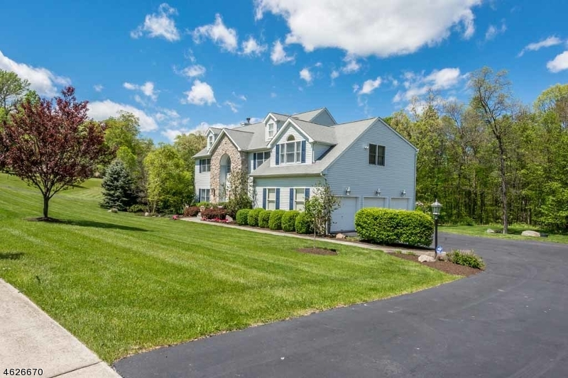 Additional photo for property listing at 16 Cornerstone Drive  Hackettstown, Nueva Jersey 07840 Estados Unidos