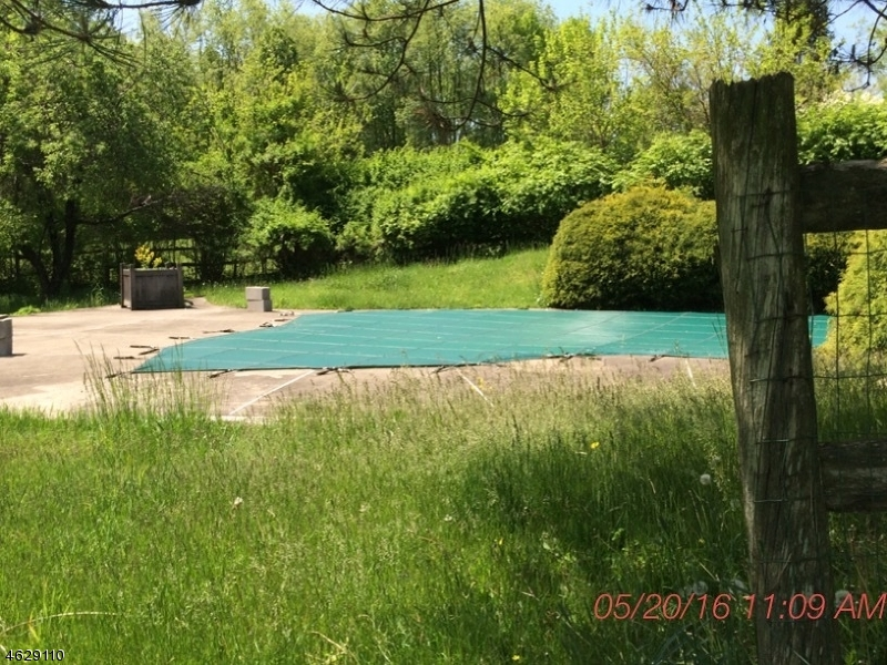 Additional photo for property listing at 9 Winchester Drive  Califon, New Jersey 07830 États-Unis
