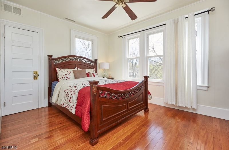 Additional photo for property listing at 47 Milton Street  Millburn, New Jersey 07041 États-Unis